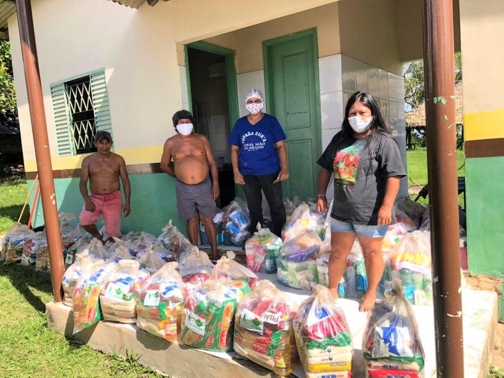 Registro de uma das entregas de kits de segurança alimentar da campanha Com Saúde e Alegria Sem Corona para os povos mundurukus.