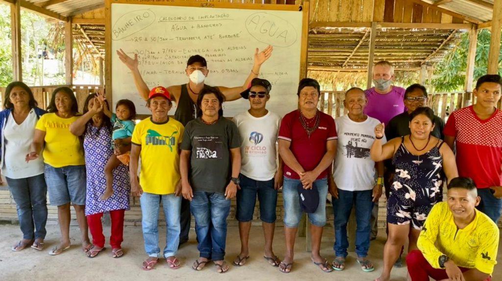 Encontro da coordenação do Projeto Saúde e Alegria com os caciques Munduruku e lideranças do Médio Tapajós para o planejamento conjunto das ações.