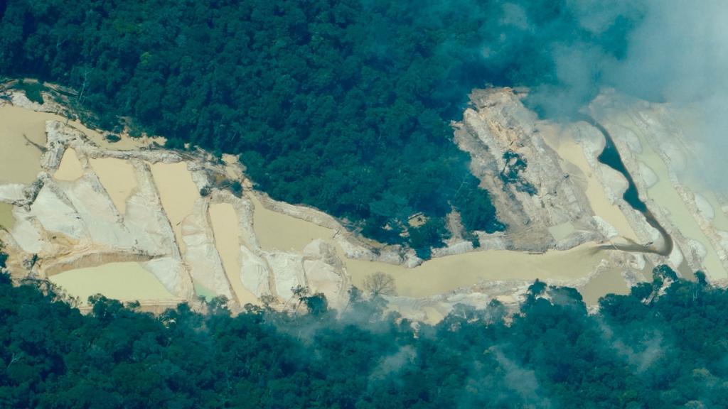 Território Munduruku é rodeado por contaminação de água devido atividade garimpeira.
